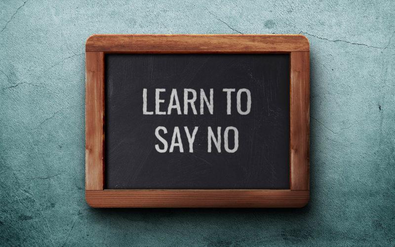 Σε αυτό το επεισόδιο συζητάμε τη σημασία του να λέμε όχι, βλέπουμε ότι και αυτό είναι μία δεξιότητα, και ανακαλύπτουμε το πώς να γίνουμε καλύτεροι σε αυτό.