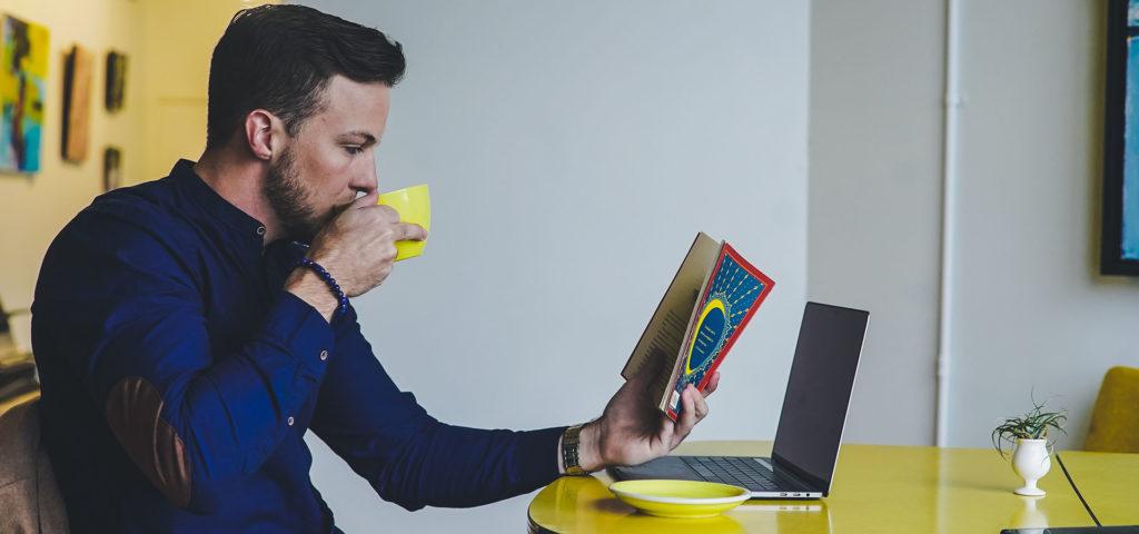 Σε αυτό το επεισόδιο ανακαλύπτουμε τα μυστικά του πώς να διαβάζουμε βιβλία γρήγορα και ευχάριστα, και το πώς να παίρνουμε τη μέγιστη αξία από αυτά.